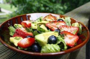 ensalada-aguacate-fresas